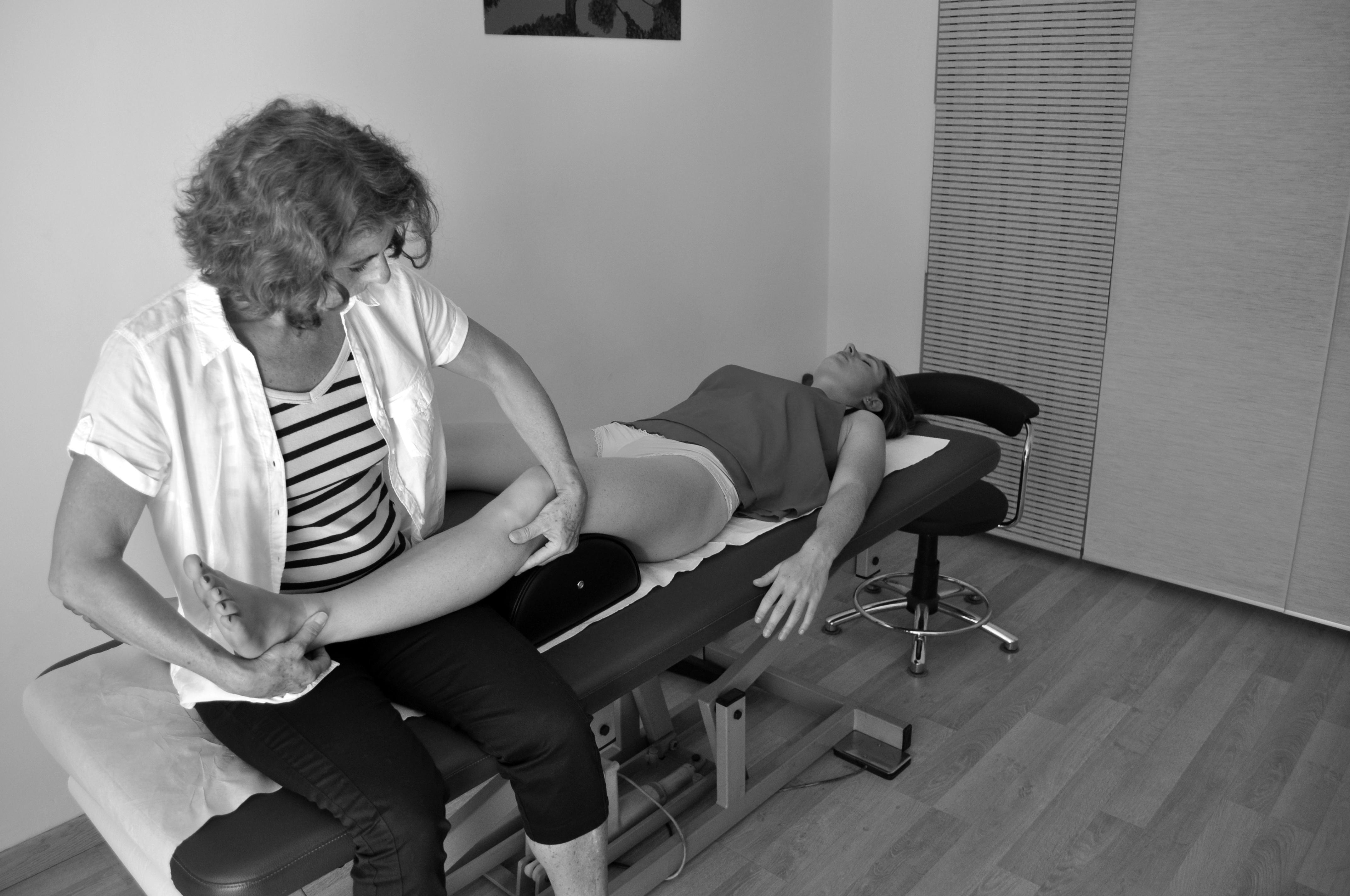 Séance d'ostéopathie au cabinet pour douleurs jambes