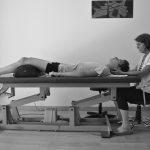 Séance d'ostéopathie au cabinet pour douleurs cervicales